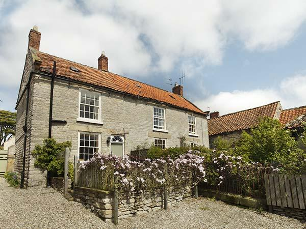 CROFT HEAD COTTAGE, romantic, character holiday cottage, with open fire in, holiday rental in Pickering
