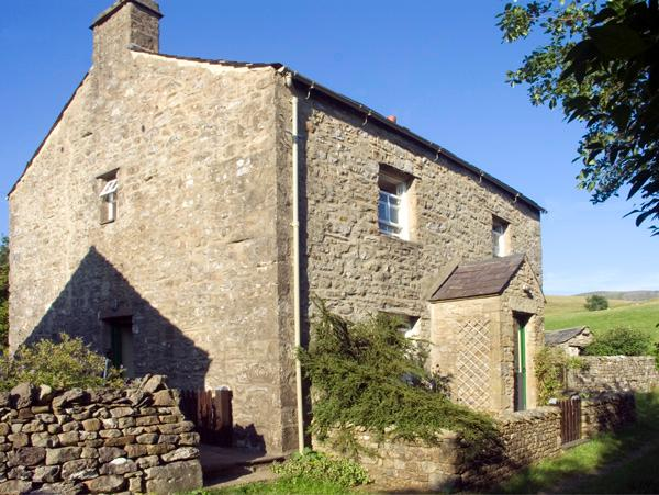 FAWBER COTTAGE, family friendly, character holiday cottage, with a garden in, casa vacanza a Horton-in-Ribblesdale