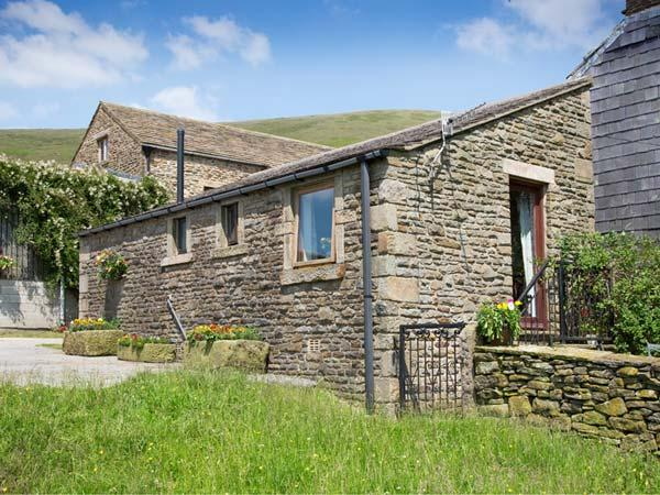 HEATH COTTAGE, romantic, character holiday cottage, with a garden in Edale, Ref, holiday rental in Edale