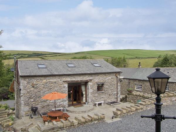 HILL SIDE BARN, family friendly, character holiday cottage, with hot tub in, holiday rental in Kirkby in Furness