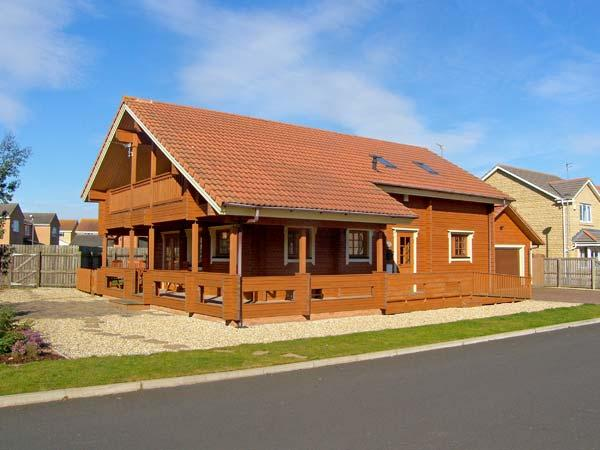 JAMAAL LODGE, pet friendly, with a garden in Amble-By-The-Sea, Ref 2127, vacation rental in Cresswell