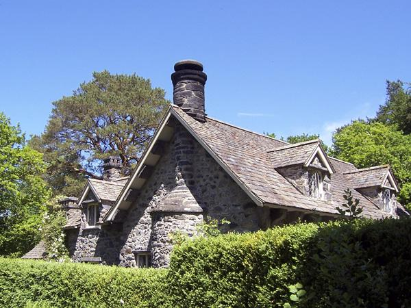 NANT COTTAGE, family friendly, luxury holiday cottage, with a garden in, vacation rental in Betws-y-Coed