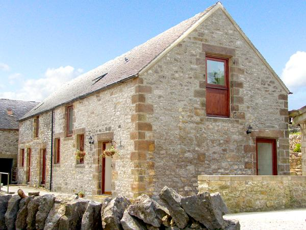 NUFFIES COTTAGE, family friendly, character holiday cottage, with a garden in, holiday rental in Winster