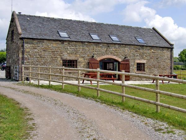 BOTTOMHOUSE BARN, family friendly, luxury holiday cottage, with hot tub in, casa vacanza a Ipstones
