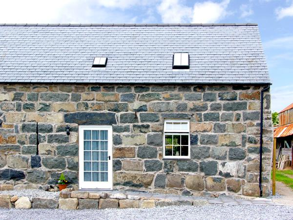 YSGYBOR YD, family friendly, character holiday cottage, with a garden in, holiday rental in Dolbenmaen