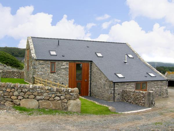 YSGUBOR, character holiday cottage, with a garden in Llandanwg, Ref 3624, holiday rental in Talsarnau