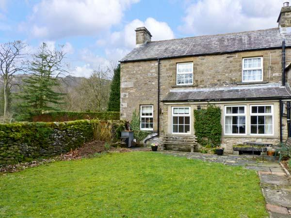 LOCKS COTTAGE, family friendly, character holiday cottage, with a garden in, vacation rental in Settle