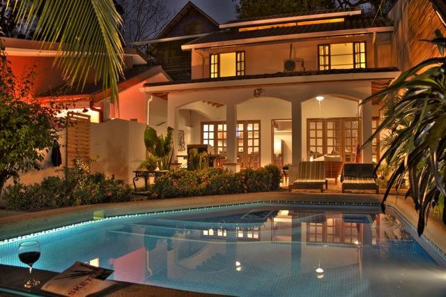 La Villa Blanca - Modern Luxury right in town, holiday rental in Hojancha