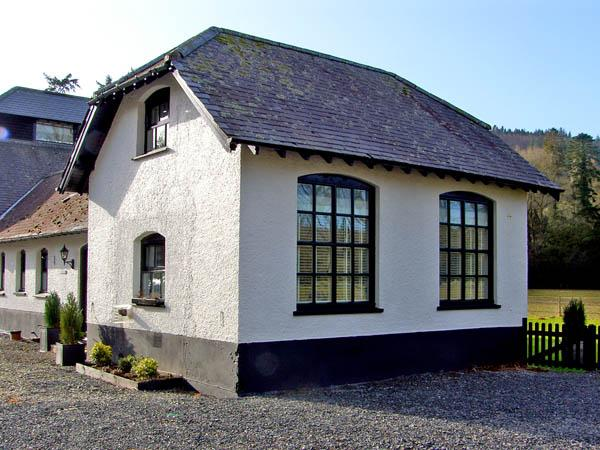 CHESTNUT COTTAGE, family friendly, luxury holiday cottage, with a garden in, vacation rental in Devil's Bridge (Pontarfynach)