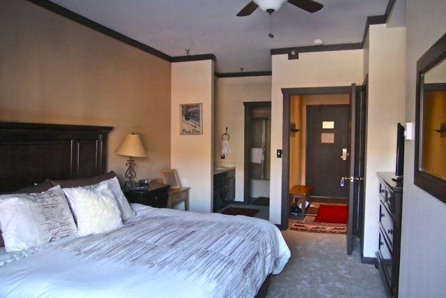 Luxury king bedroom with high end luxury funishings