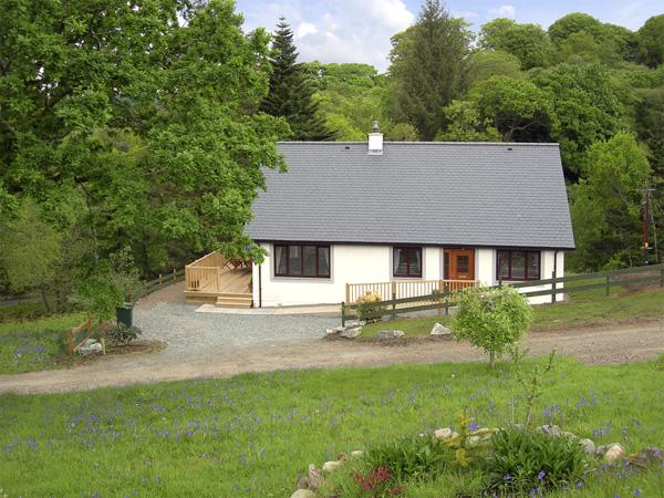 BLUEBELL COTTAGE, family friendly, country holiday cottage, with a garden in, vacation rental in Kilchrenan