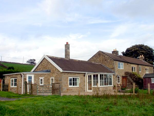 HURY LODGE, pet friendly, luxury holiday cottage, with a garden in Baldersdale, holiday rental in Bowes