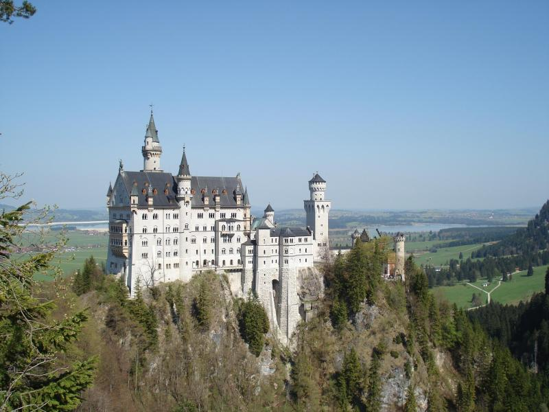 Neuschwanstein Castle/lake & Alpine surroundings