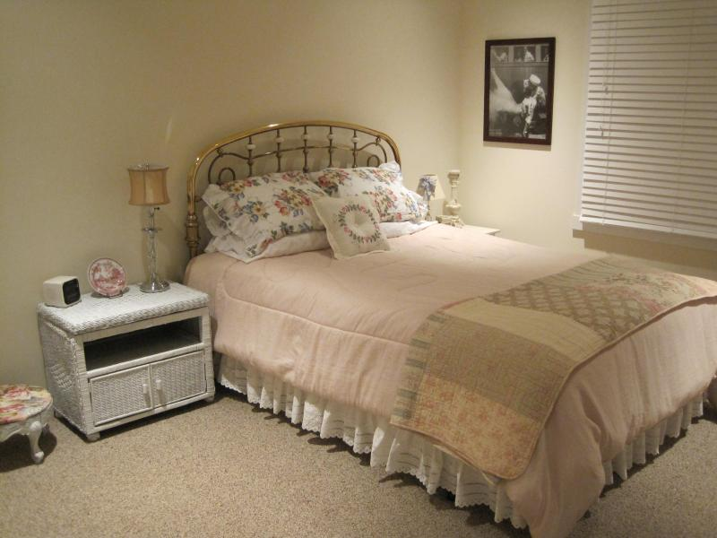 With the feel of a country side retreat, this 1st floor bedroom has a Queen size bed.