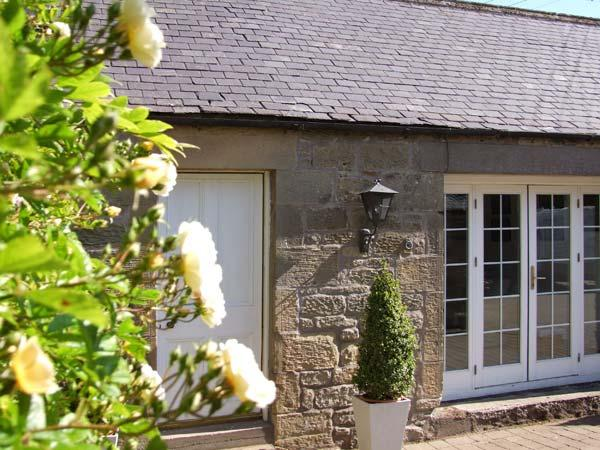 THE COACH HOUSE, pet friendly, country holiday cottage in Chirnside, Ref 2994, holiday rental in Borders