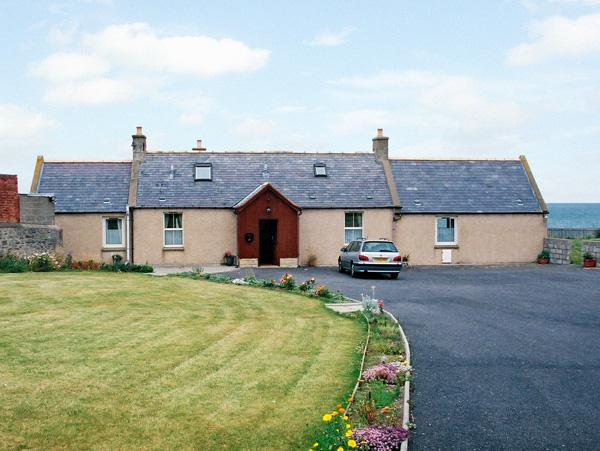 BRAEHEAD CROFT, pet friendly, with a garden in Portessie, Ref 1543, vacation rental in Buckie