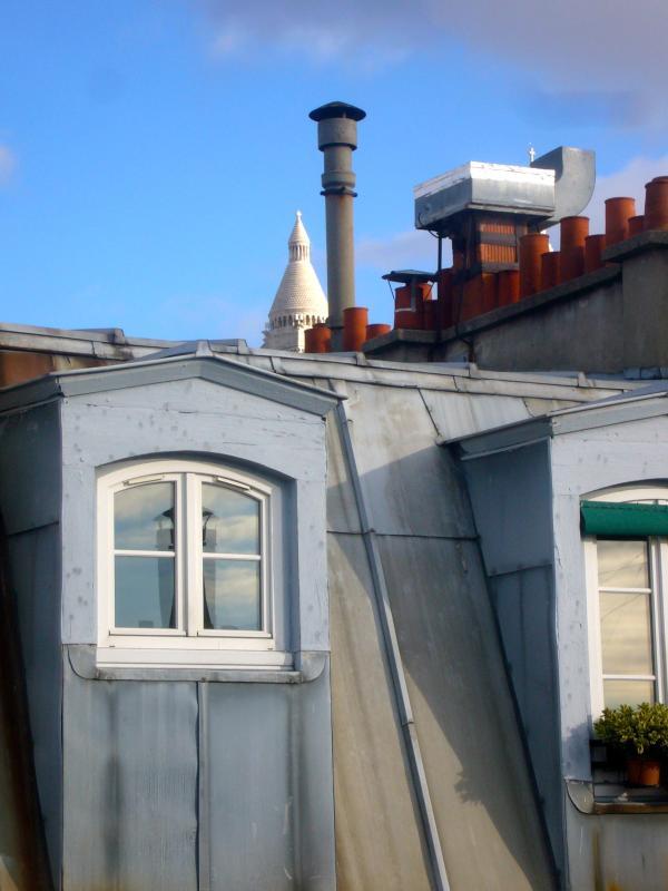 Blick von der Gästetoilette-Sacre Coeur zeigen-Out im Hintergrund