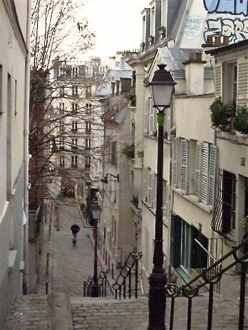 Straße mit Treppen in der Nachbarschaft