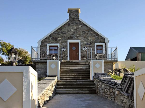ARDGROOM COTTAGE, with a garden in Eyeries, County Cork, Ref 3675, holiday rental in Ardgroom