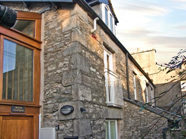 WOOD COTTAGE, romantic, country holiday cottage in Kendal, Ref 3640, vacation rental in Lake District