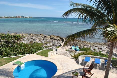 Swimming pool with Ocean view, beautiful snorkeling access.