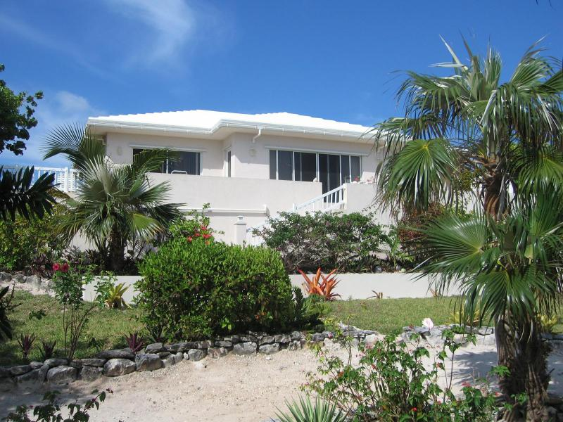 PALMETTO SUNRISE 'LUXURY' VILLA -WI-FI - INTERNET, holiday rental in North Palmetto Point