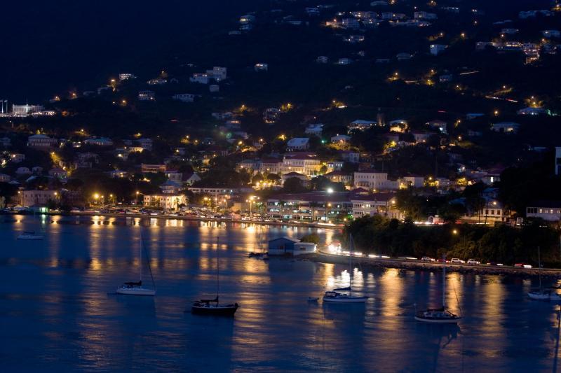 St Thomas puerto de noche