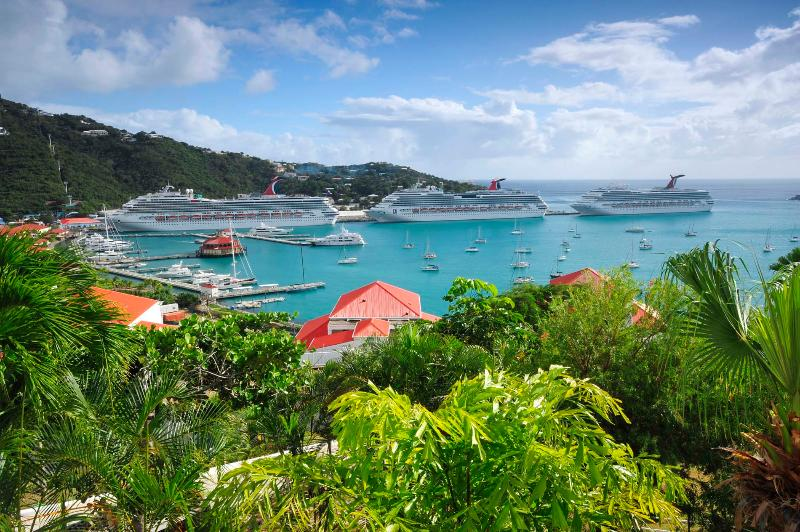 El puerto de Charlotte Amalie, St. Thomas