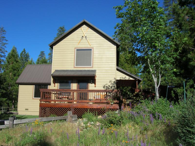 East facing deck with views of Yosemite Valley and spectacular viewing of night skies.