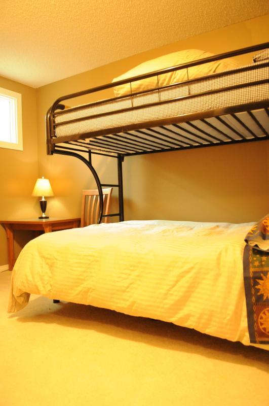 #4 dormitorio con solo sobre cama de cucheta doble