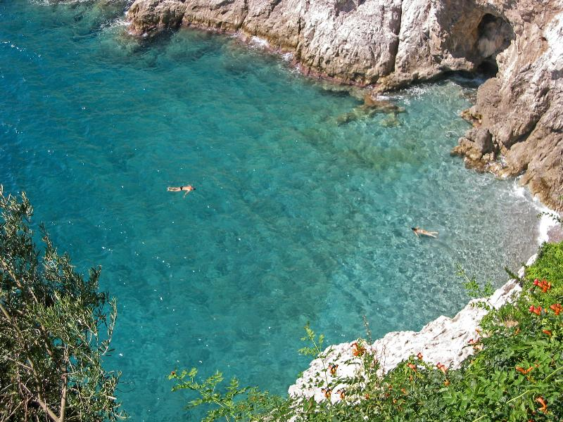 Villa la Madonnina: swimming in the bay below the villa