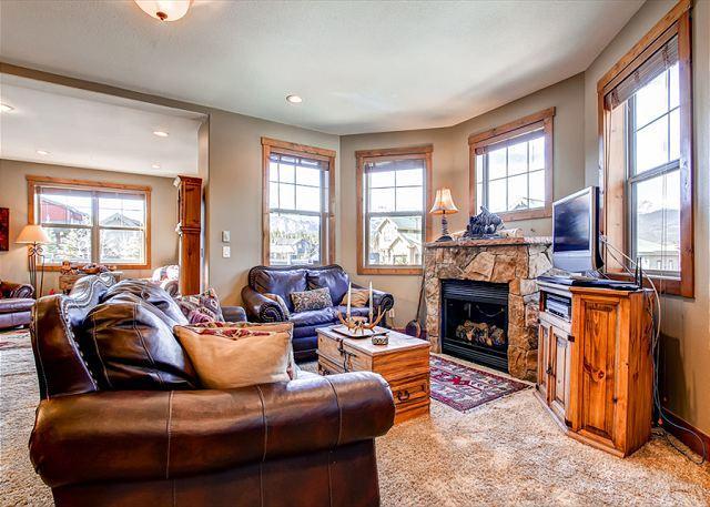 Rachel Lane Home: Views, style, hot tub!, holiday rental in Breckenridge