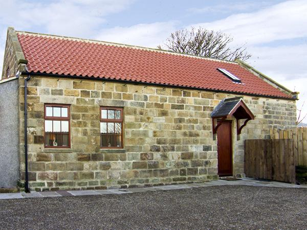 LANES BARN, family friendly, character holiday cottage, with a garden in, vacation rental in Egton