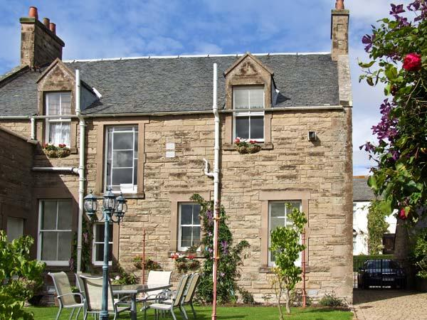 BANK VIEW, pet friendly, country holiday cottage, with a garden in Chirnside, holiday rental in Borders