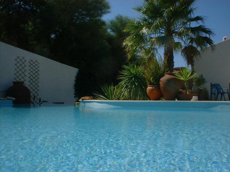 piscina a sfioro cascata