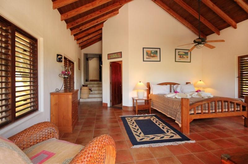 Dormitorio principal (1) con baño privado