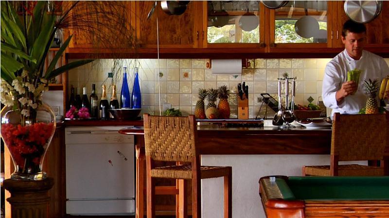 Amplia cocina abierta atiende a grandes grupos