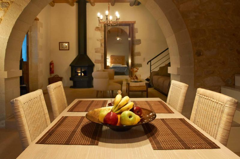 VILLA ALADANOS - mesa de jantar