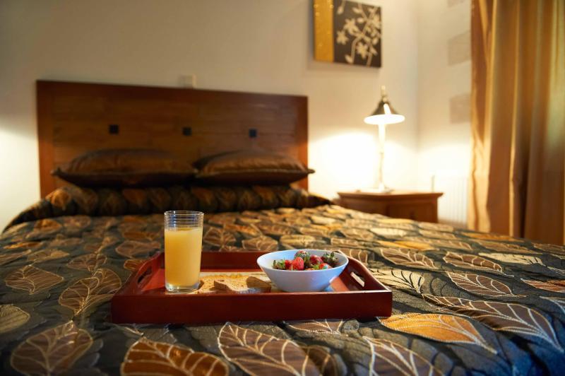 VILLA ALADANOS - quarto principal com casa de banho en-suite