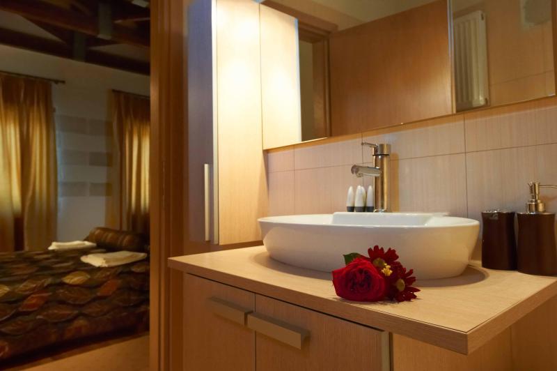VILLA ALADANOS - casa de banho com bathub