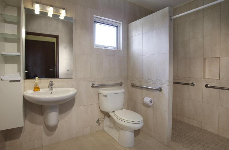 ADA ArubaHouse baño 4