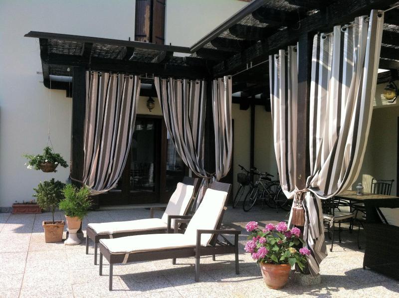 Luxe looien terras van Villa San Toma