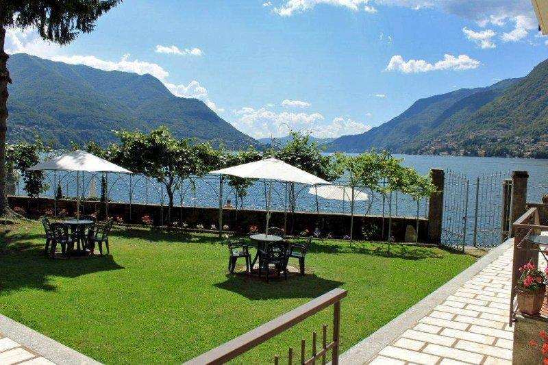 Lovely gardens overlooking Lake Como for al fresco dining or just relaxing