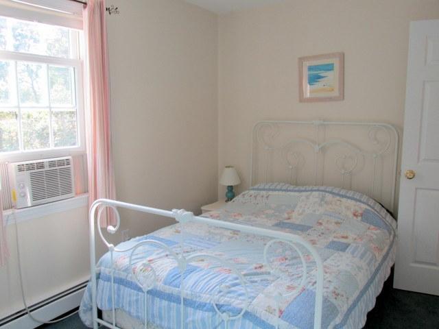 Segundo piso ~ dormitorio con unidad de aire acondicionado