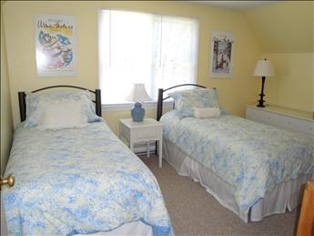 Upstairs Bedroom with two Twins