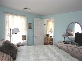 Another queen bedroom view