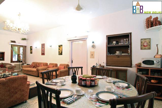 Bed and Breakfast New Delhi - Free Wifi & BKFT, vacation rental in Sahibabad