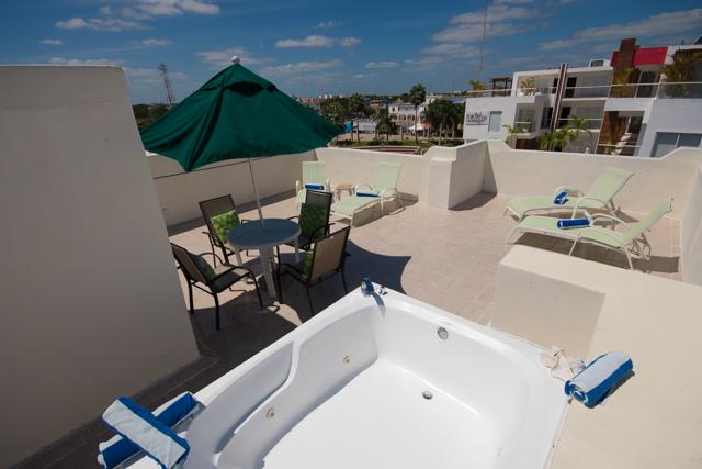 nice big rooftop terrace with jacuzzi