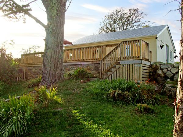 2 CLANCY COTTAGES, family friendly, with a garden in Kilkieran, County Galway, holiday rental in Carna