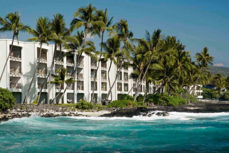 condo en bord de mer direct. Profitez de la piscine, en bord de mer, marelles, en regardant les surfeurs et les couchers de soleil.